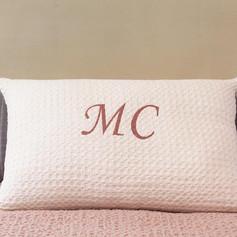 cojin-cama-personalizado-bordado.jpg