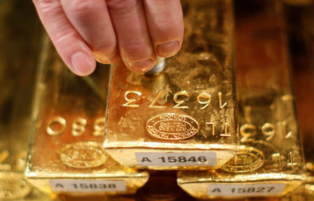Oil edges higher, gold rises on FOMC