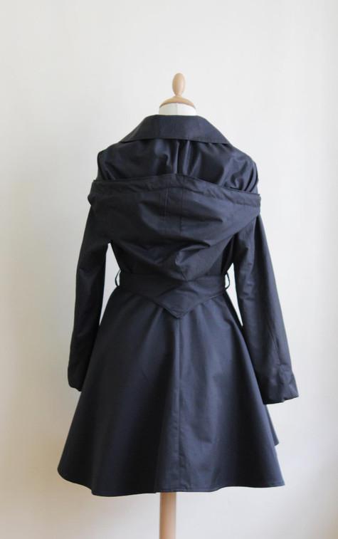 manteau little star noir dos zawann.jpg