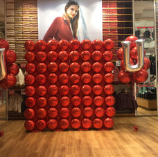 UNIQLO Foil Balloon Wall