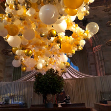 Organic Balloon Cloud in white and gold tones