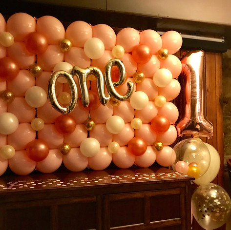 ONE Balloon Wall
