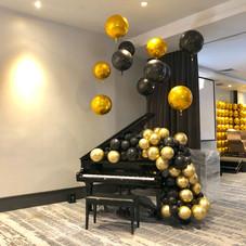 Piano organic balloon display