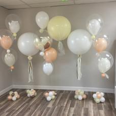 Organic balloon floor arrangements