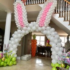 Bunny ears balloon arch