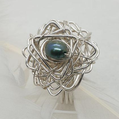 טבעת עם אבן חן ירוקה VM352