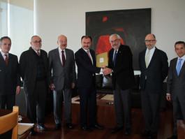 """El Secretario Luis Videgaray Caso recibe la iniciativa """"Carta Universal de los Deberes y Obligacione"""