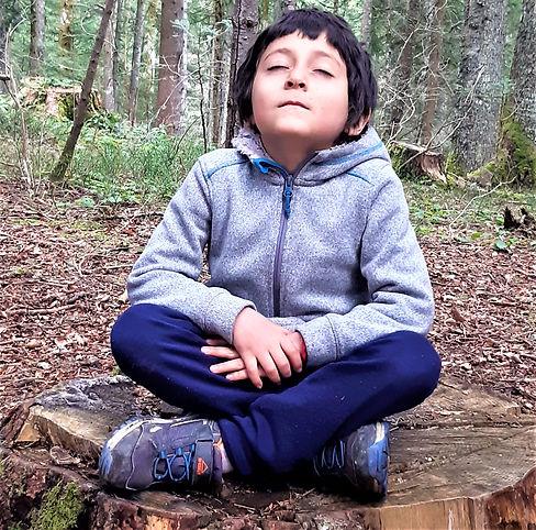 yoga enfants assise.jpg