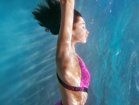 Bella Hadid protagoniza la nueva campaña de Calvin Klein
