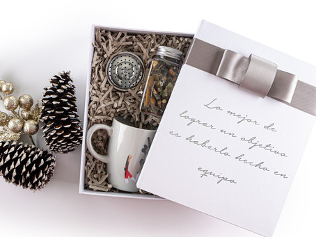 Regalos de Navidad en Canasta Rosa