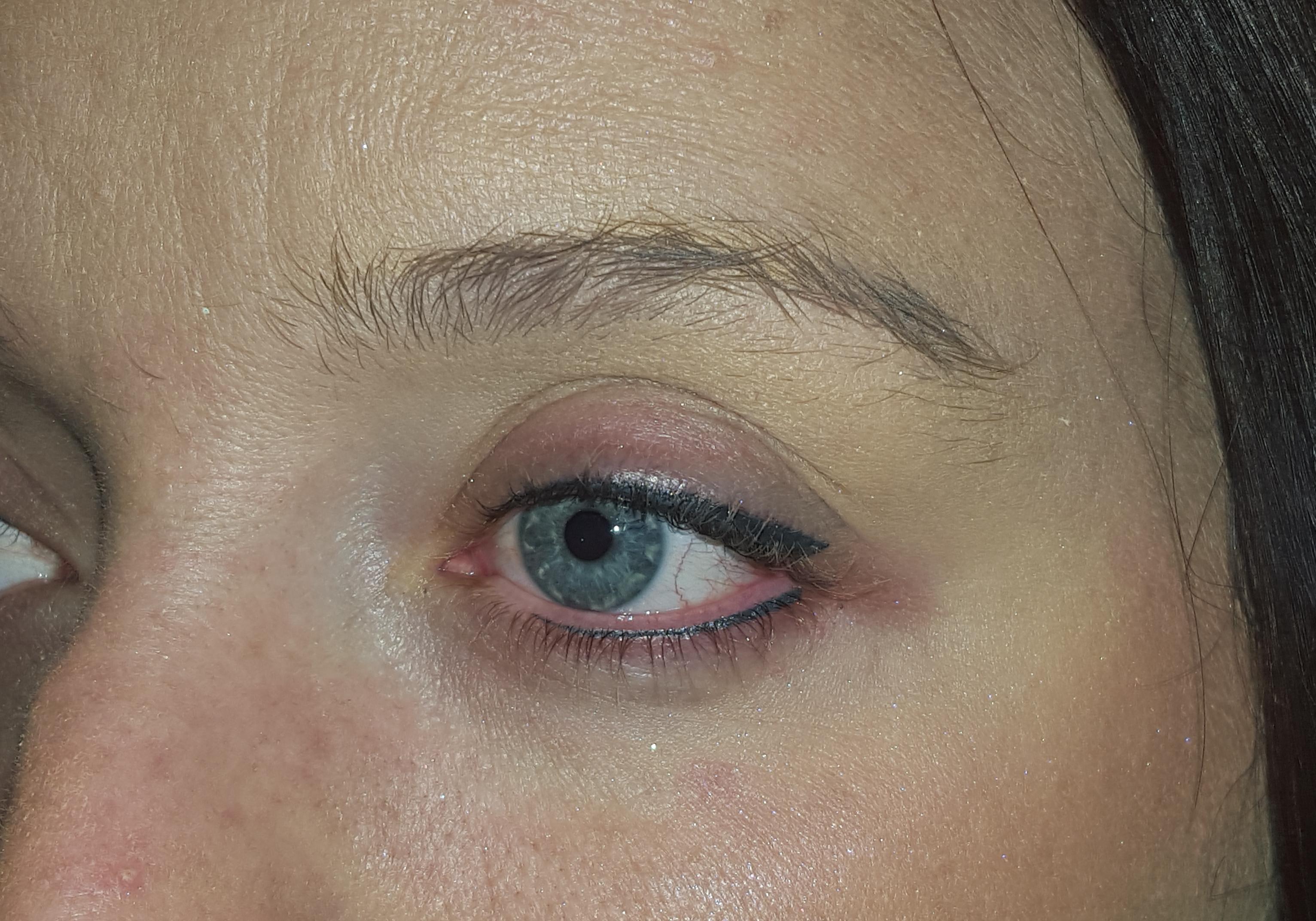 Eyeliner (flick or wedge) Top & Bottom