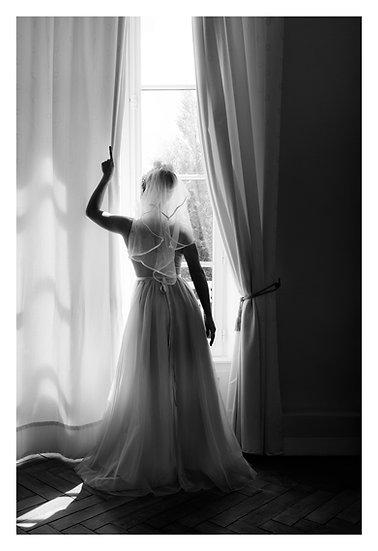 La fille à la fenêtre