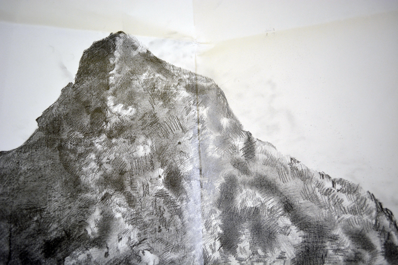 Detalle dibujo piedra montaña