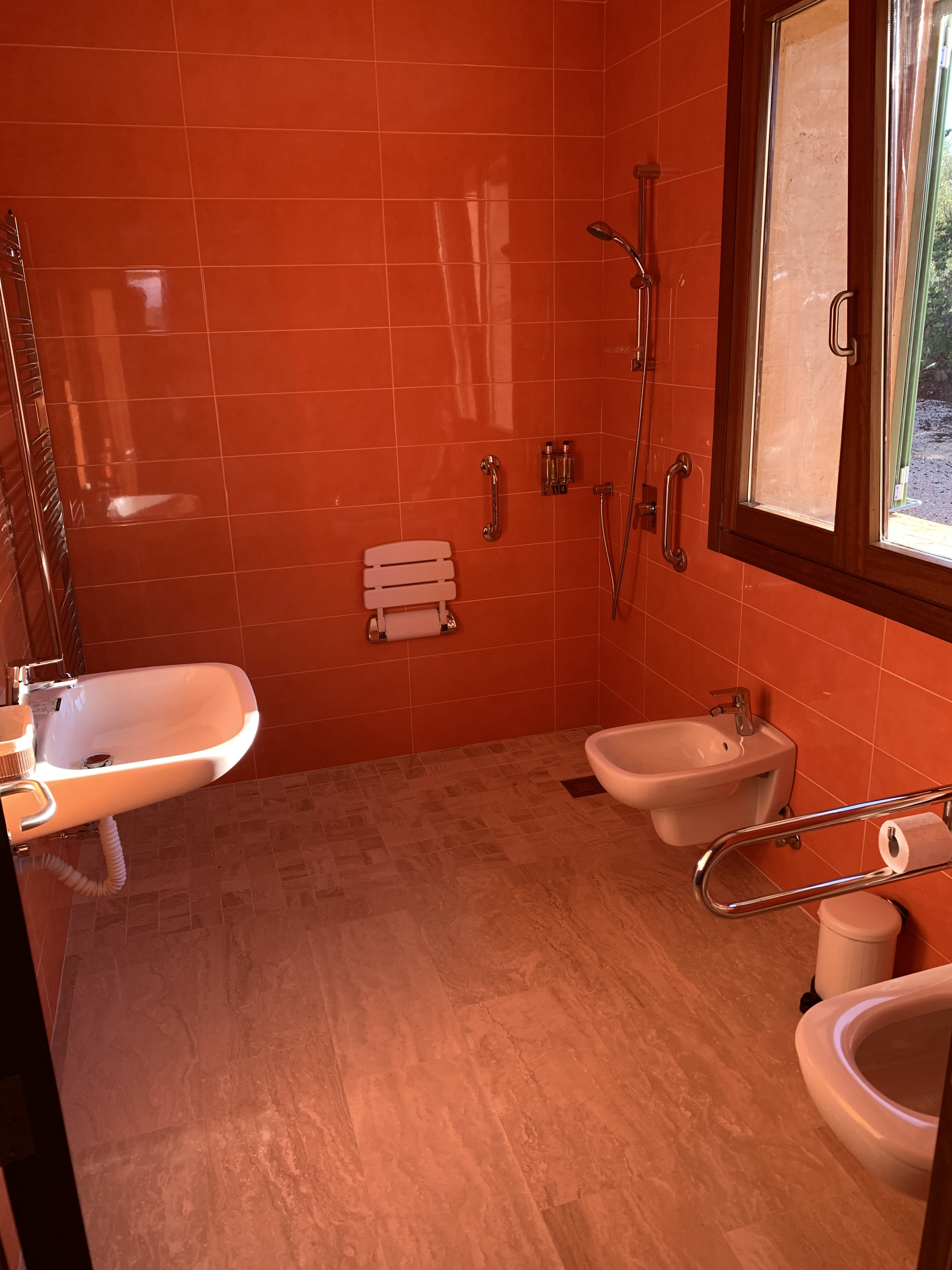 Ensuite bathroom with disabled facilities to bedroom 5 downstairs