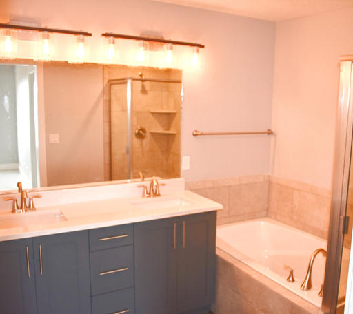BROOKLYN MASTER VANITY AND BATH
