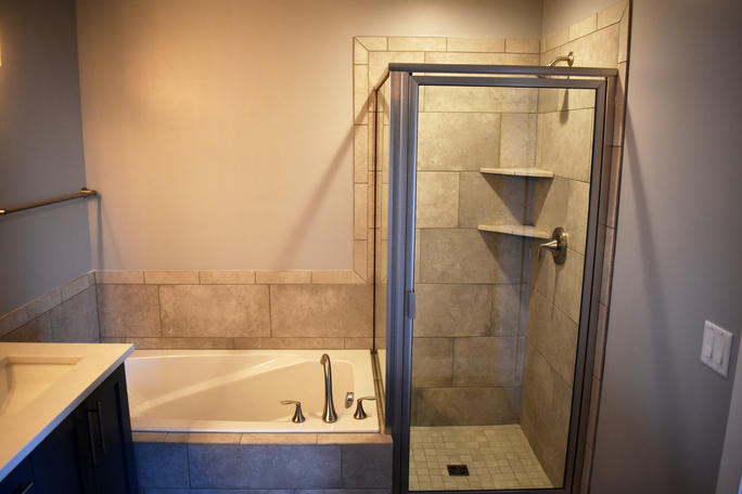 BROOKLYN MASTER SHOWER/BATH