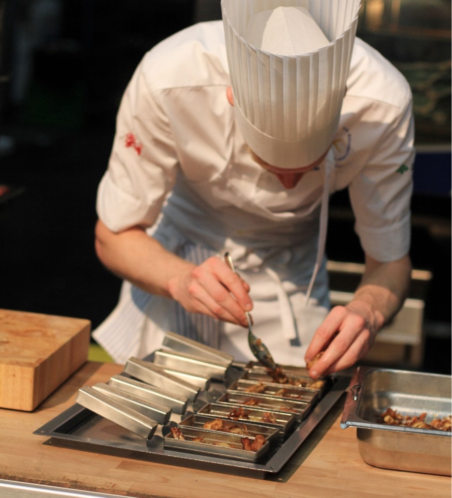 Kitchen utensils to the chef Luqaz Ottosson for the competition- Chef of the Year 2017