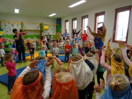 """Gemeinsam mit den Kindern gestalteten wir ein Kindertheater mit """"Boris & Bora"""""""