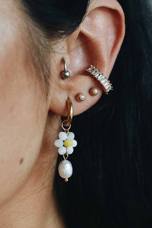 Fresh Daisy White Earrings