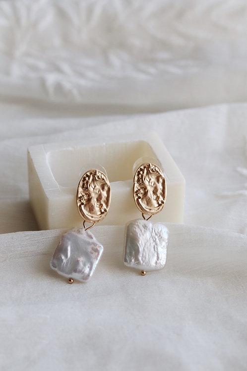Colombo Pearl Earrings