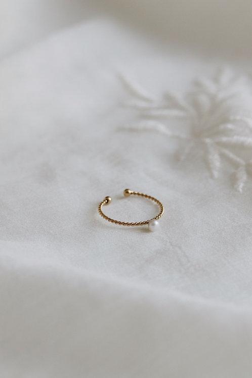 Lowee Mini Pearl Ring