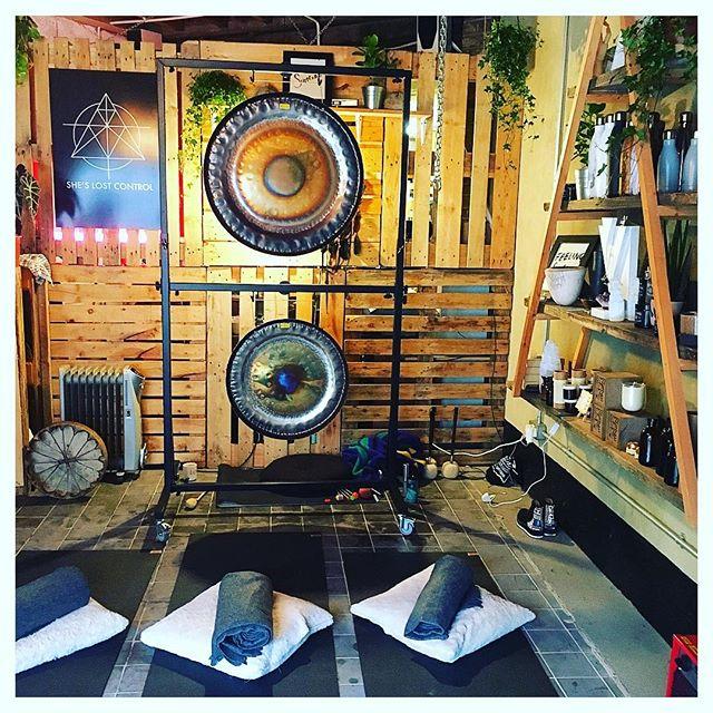 Sunday sessions _slc_london ✨Yin from the wonderful _piproberts__ accompanied by my beautiful gongs