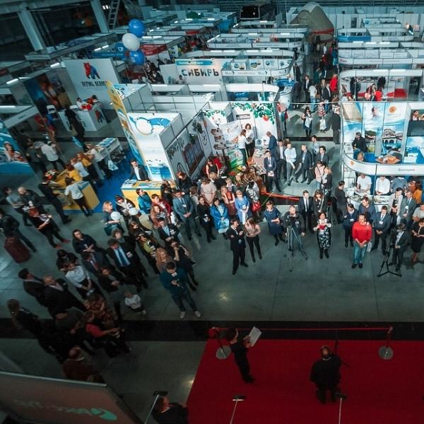 Компания «АиР» в составе Гильдии мастеров-оружейников на выставке Expotravel-2016 в Екатеринбурге.