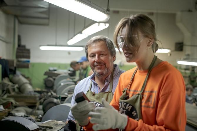 Как ведущая проекта «Орел и решка» Мария Миногарова в «АиРовке» закалялась.