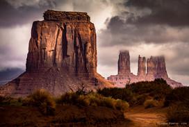 Monument Valley sur le territoire de la tribu des Novajos entre les frontières de l'Arizona et l'Utah