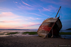L'Accalmie, épave qui repose aujourd'hui sur une rive à Baie-Saint-Paul