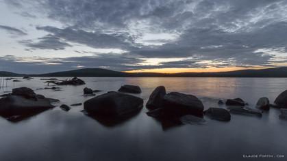 La baie Sauvage quelques secondes avant que l'astre du jour apporte sa lumière... Parc National de Frontenac