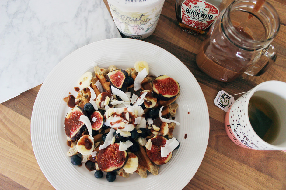 Weekend Brunching | Healthy Vegan Waffles and Chocolate Milkshake