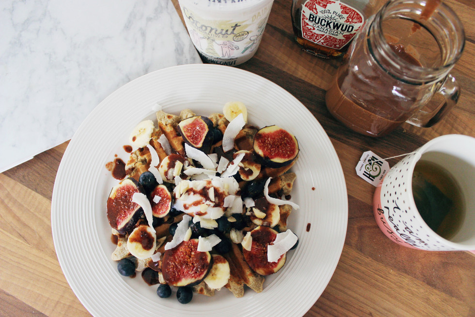 Weekend Brunching | Healthy Vegan Waffles and Chocolate Milkshake