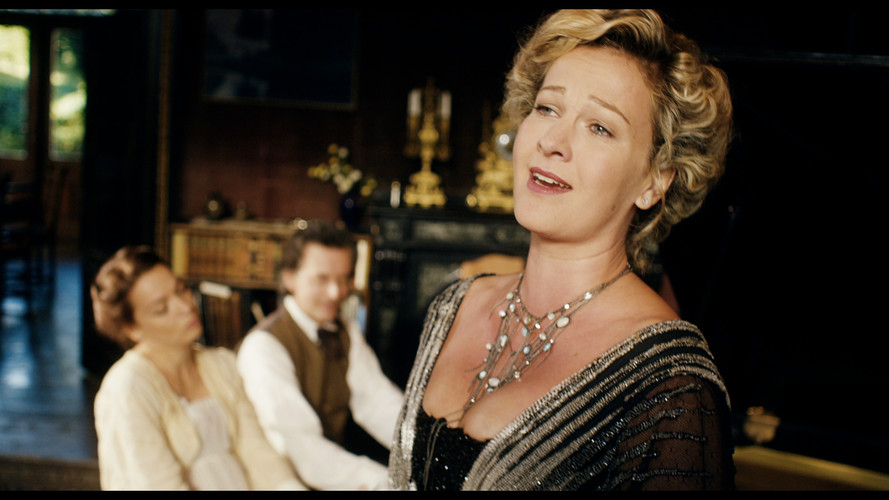 MAHL_AnnaVon Mahler Alma singing.jpg