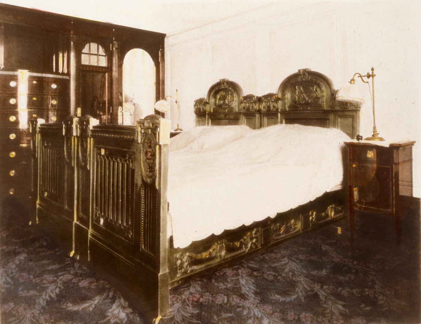 AH vintage bedroom.jpg