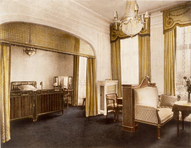AH vintage sitting room.jpg