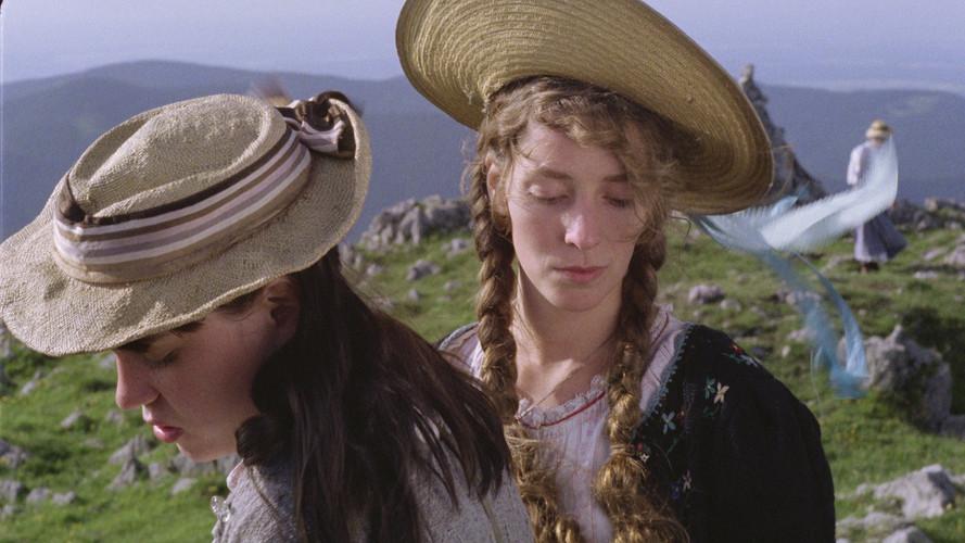 Swing sisters straw hats alt.jpg