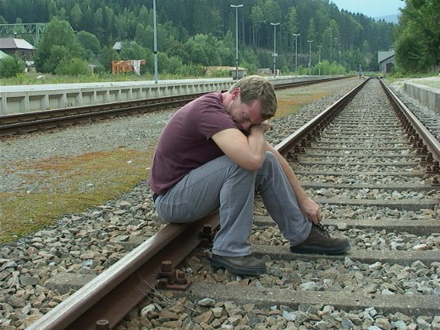 HG Train Tracks Gleis Bald.jpg