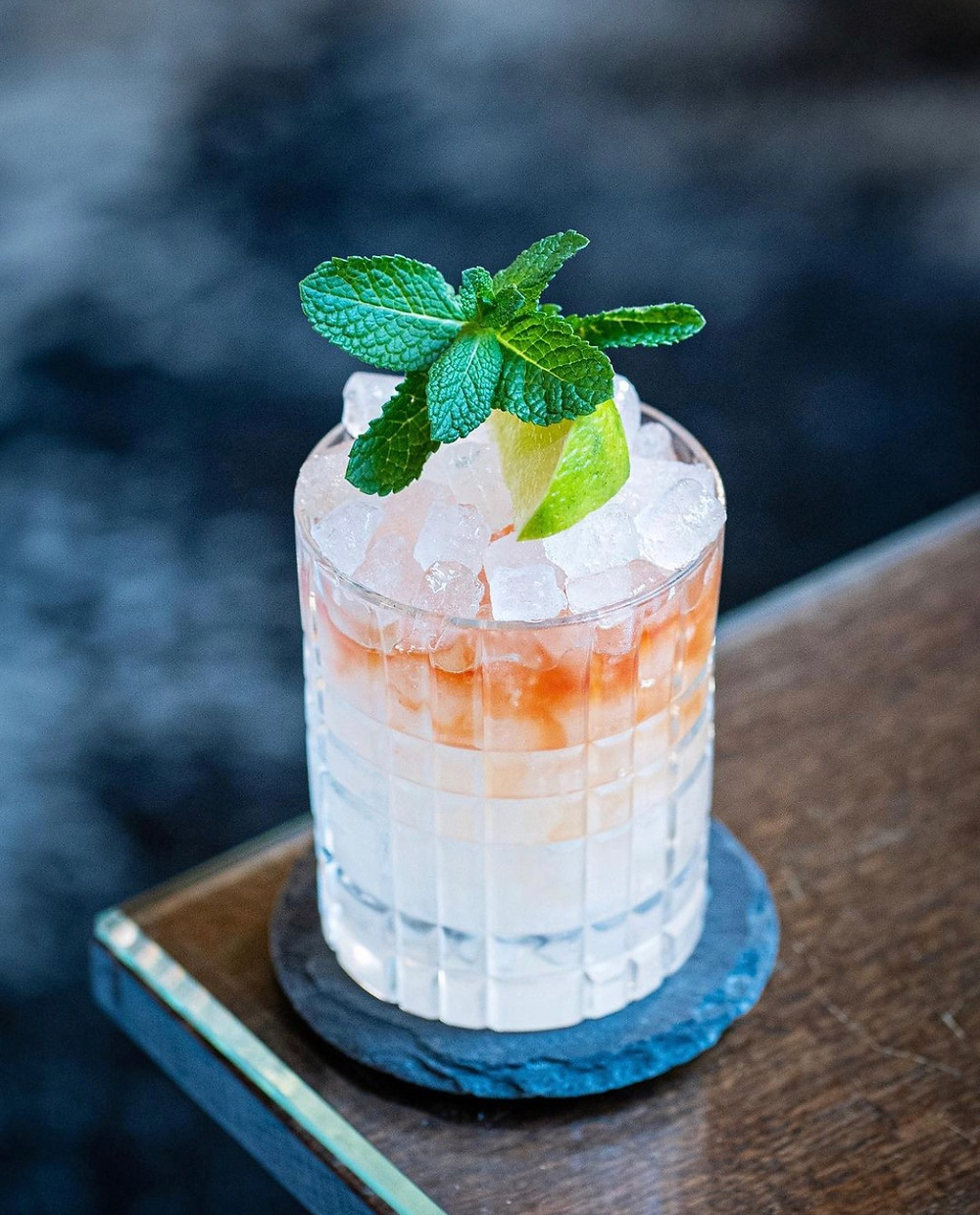 gin cocktail with cubed ice and mint, cocktail recipes with gin, best summer cocktails, gimlet ingredients, easy cocktail recipes, gin gimlet
