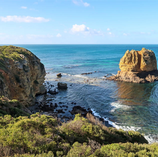 limestone stacks off the coast of split point lighthouse, turquoise waters of the southern ocean, the rough waters of the southern ocean