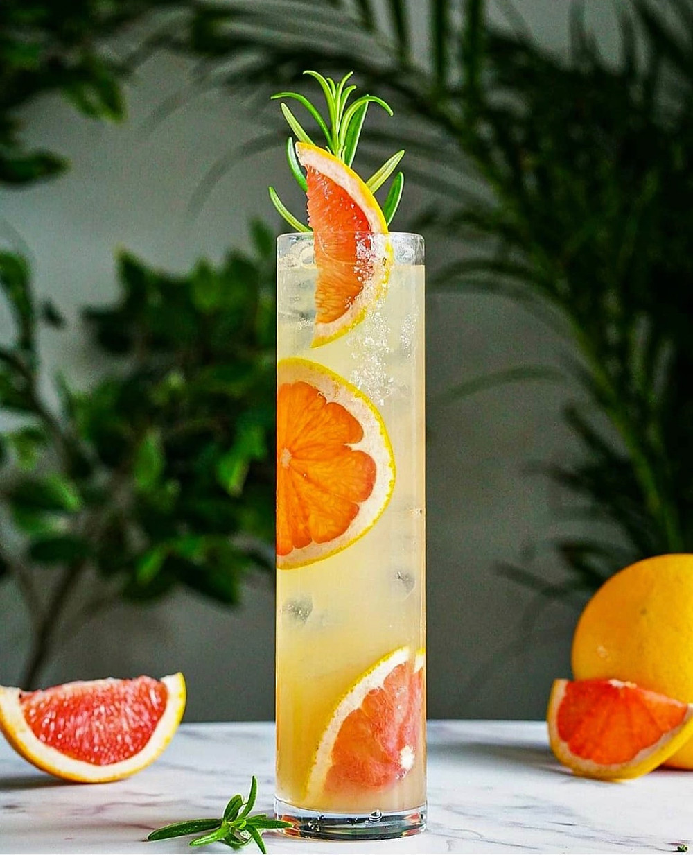 Paloma garnished with grapefruit slices and rosemary, classic cocktails, easy cocktail recipes, cocktail recipes with tequila, best summer cocktails