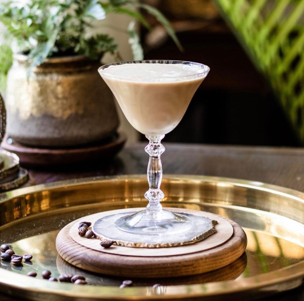 Espresso martini recipe, espresso martini ingredients, easy cocktail recipes, best cocktail recipes, cocktail recipes with vodka, cocktails with cream