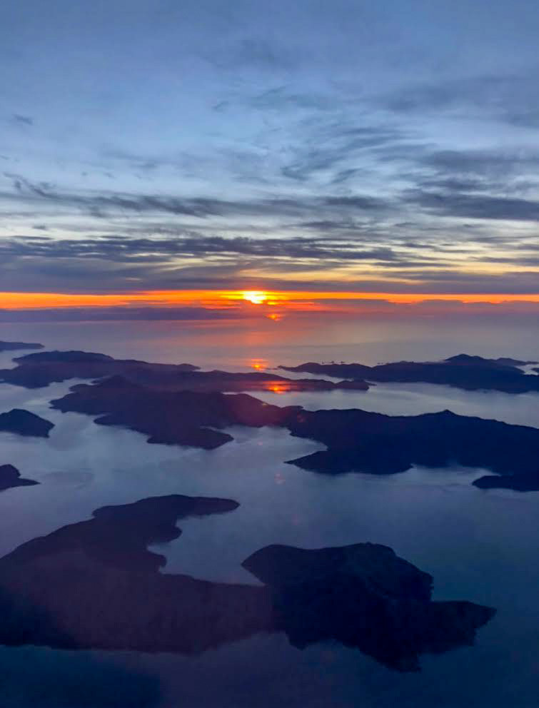 sunset over the marlborough sounds of south island new zealand while flying from blenheim to auckland, discover new zealand, beautiful destinations, wanderlust, travel the world, be in love with your life