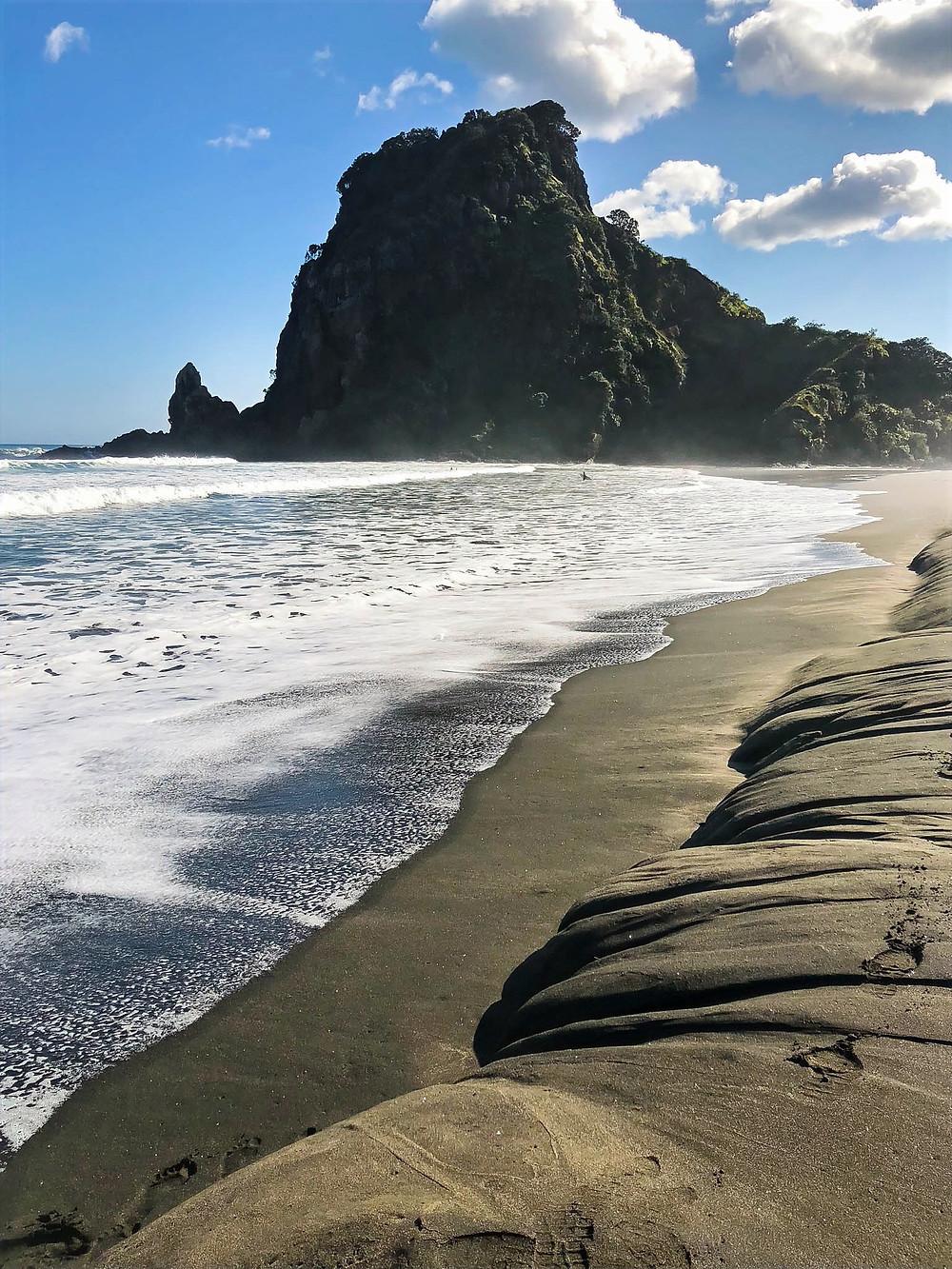lion rock, Te Kawerau a Maki, Ngati Tangiaro Taua, the maori people of Waitakere City, patterns in the black sand of piha beach, where to surf in new zealand, the dangerous waters of piha, where are the strongest currents in new zealand to surf