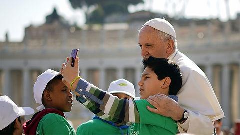 webRNS-Pope-Anniversary-060518-990x557 (
