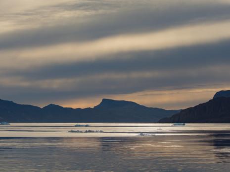 Fjord mit Einsschollen