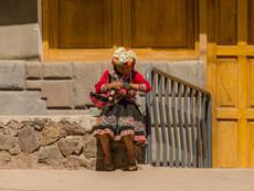 kleines Mädchen mit Ziege