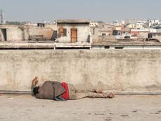 Gewürzmarkt man sleeping