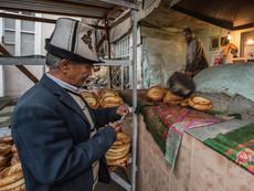 Kirgistan - Brotverkauf Uzgen