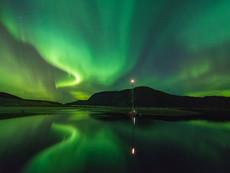 Fjord im Nordlicht